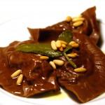 Tortelli al cacao ripieni di ragù di cinghiale