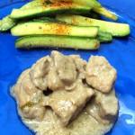 Spezzatino di maiale al latte di cocco con contorno di zucchine croccanti